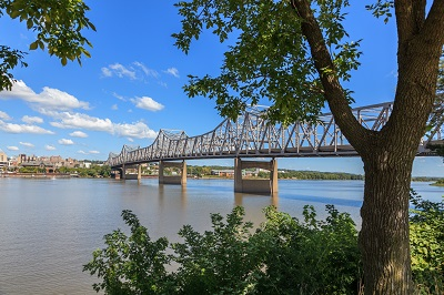 Bridge across the Illinois river in Peoria, IL.